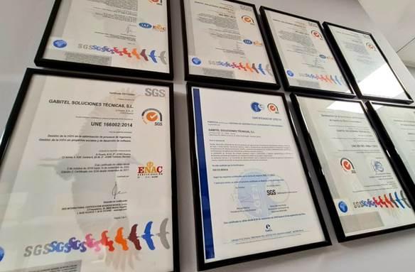 Conjunto enmarcado de certificaciones ISO obtenidos por la empresa Gabitel ingenieros